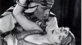 Rodolfo Valentino, eventos árabes y prepara una fiesta en el jardín de la piscina
