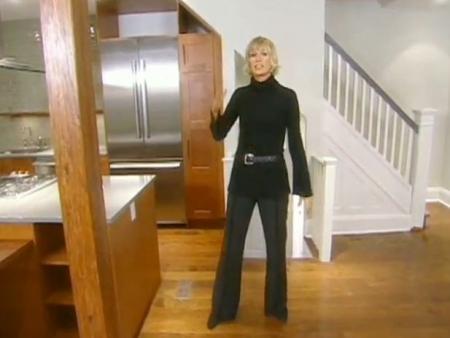 Candice Olson decorando un apartamento.