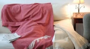 Elegir mantas para sofá en otoño